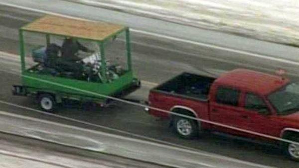 Homem é enterrado em sua motocicleta